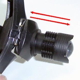 Đầu đèn có thể đẩy lên xuống để Zoom