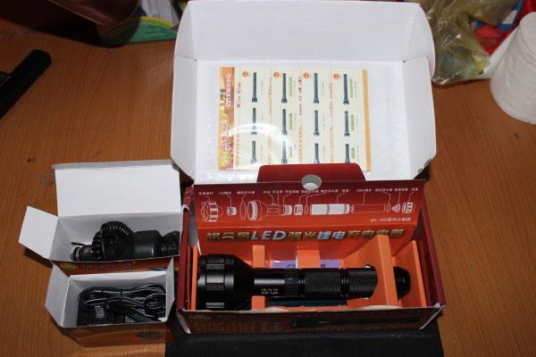 Trọn bộ sản phẩm Đèn Pin Siêu Sáng Wasing WFL-403