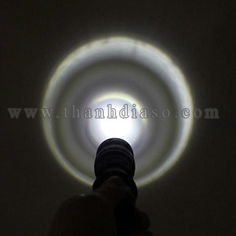 Đèn có 3 chế độ sáng : Mạnh - Vừa - Chớp