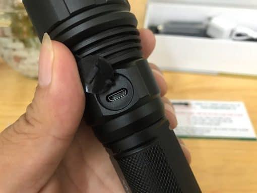 Đèn sử dụng cổng sạc USB