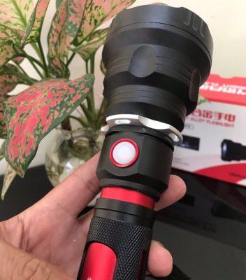 Đèn Pin Siêu Sáng Ultrafire T13 - Công tắc của đèn